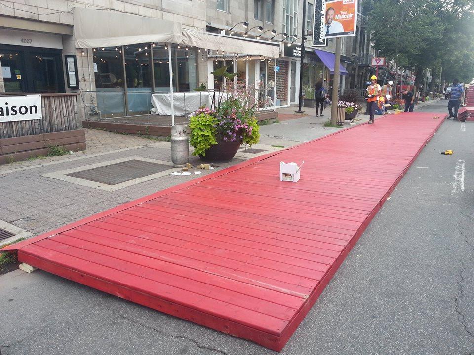 Terrasse Rouge St Denis : 1 KM de terrasse rouge sur Saint Denis Montreal TV