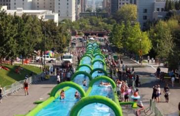 Mega glissade d'eau le 15 août au Parc Olympique