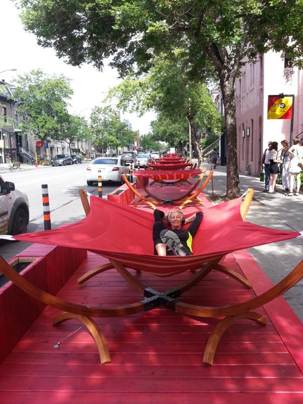 Vente trottoir sur la Terrasse rouge sur Saint Denis