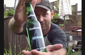 Il goûte à la bière spéciale pour le show de Metallica