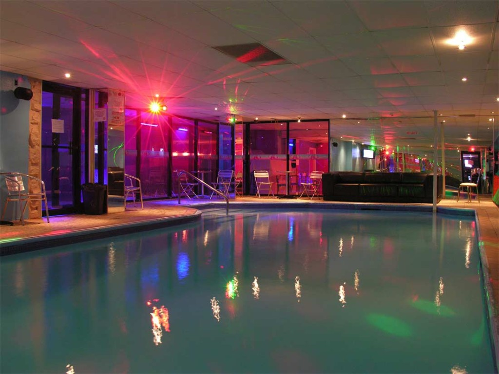 Le plus grand club changiste au canada est montr al for Club piscine canada