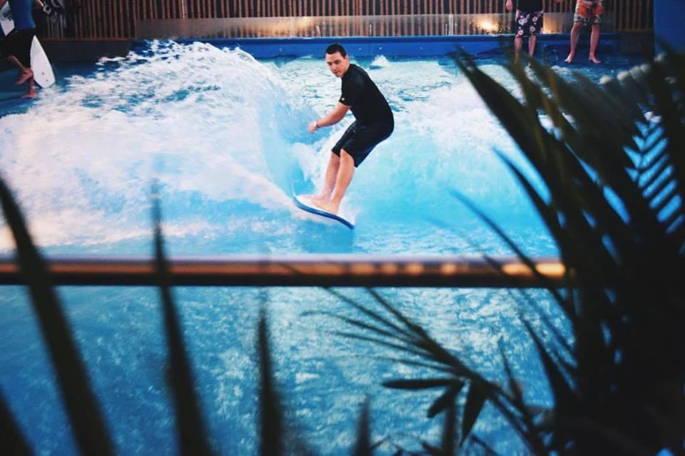 Une première compétition de surf intérieur au Canada