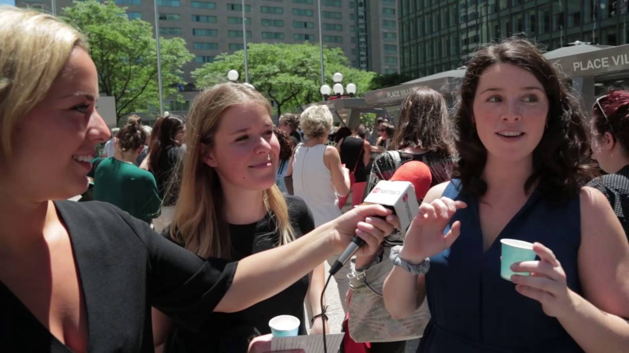 Marché public les jeudis sur l'Esplanade Place Ville-Marie à Montréal