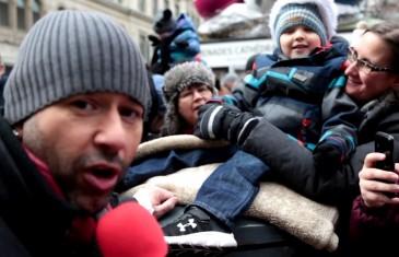 Christopher Williams rock le Défilé du Père Noël à Montréal