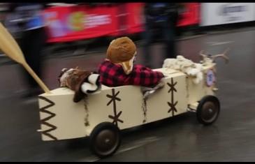 Christo débarque à la Course de boites à savon à Montréal