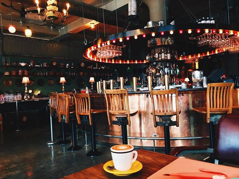 Darling le nouveau caf bar ch ri de montr al montreal tv - Bar le central ...