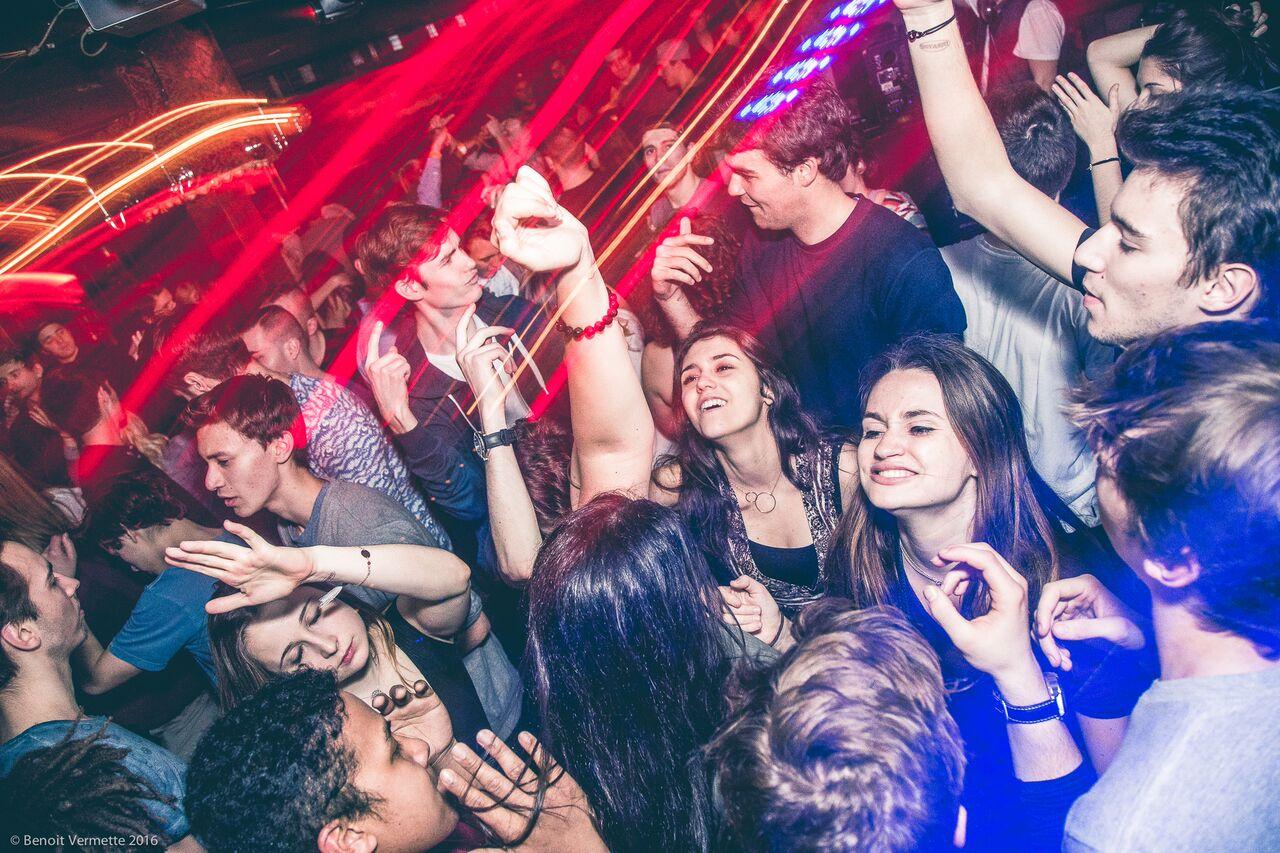 12 bars bars ouverts toute la nuit pour la Nuit Blanche