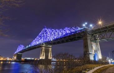 Illumination du pont Jacques-Cartier à Montréal