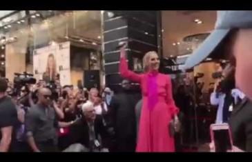 Céline lance ses nouveaux sacs à main à Montréal | Vidéo