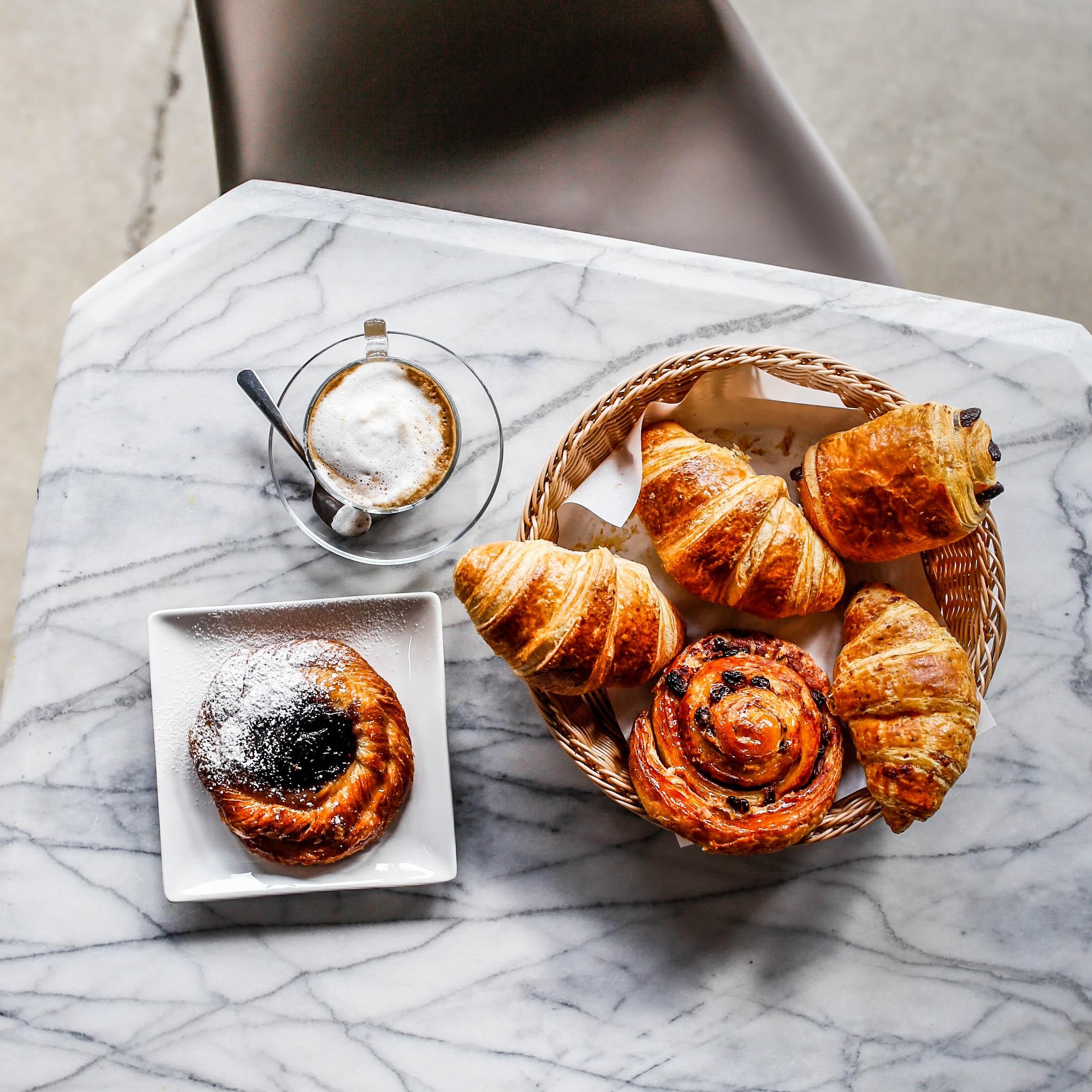 CroissantsDanishesCafé