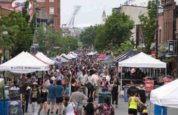 L'Avenue Mont-Royal est fermée ce week-end pour la vente trottoir