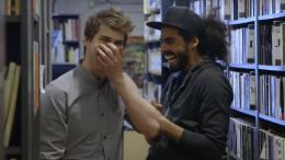 Vidéo   Julien Lacroix présente les BLOOPERS de ses capsules et c'est hilarant