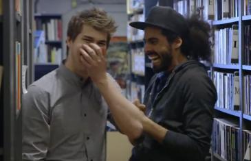 Vidéo | Julien Lacroix présente les BLOOPERS de ses capsules et c'est hilarant