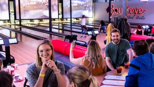 Reportage vidéo   Le BoulZeye Pub et Attractions pour s'éclater entre amis à Montréal