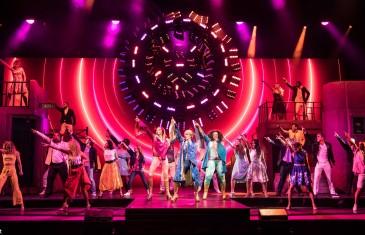Photos | Tapis rouge de la Première de Mamma Mia le spectacle à voir cet été