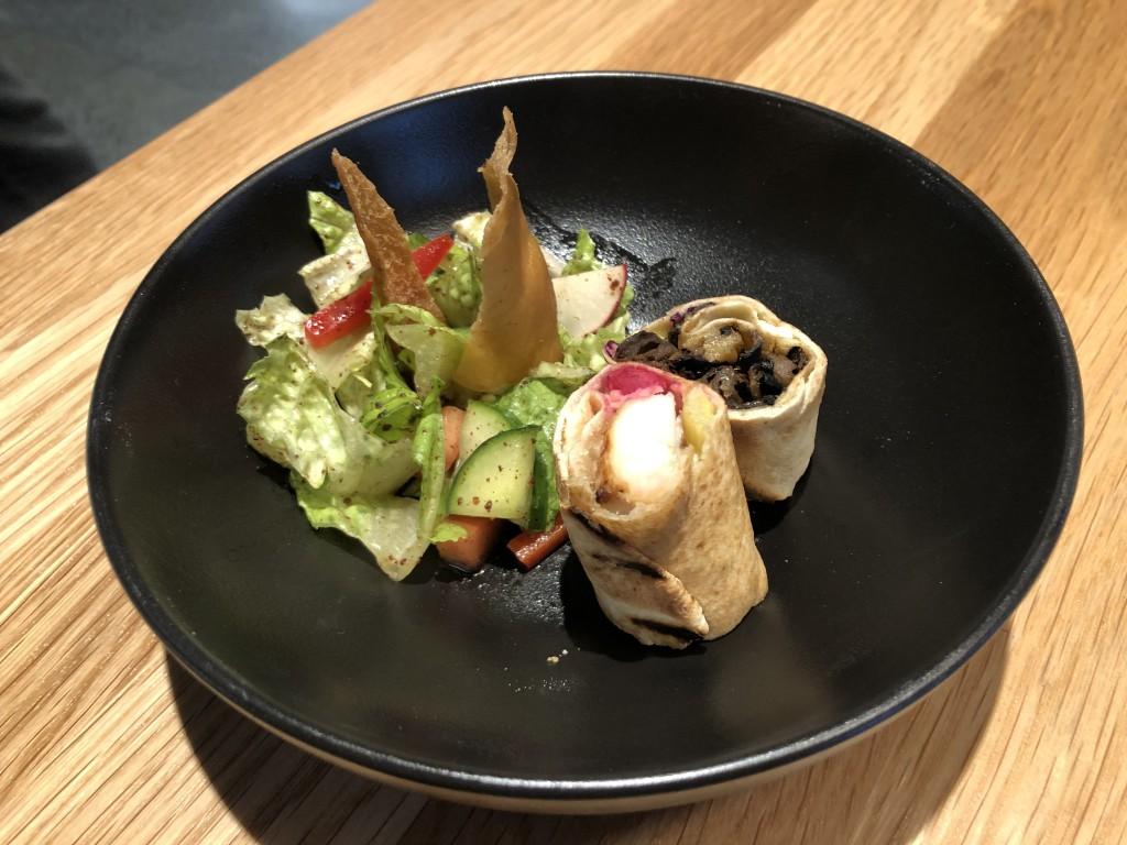 Omnivore- Échantillon de l'assiette herbivore et sandwich DJaj (poulet taouk)