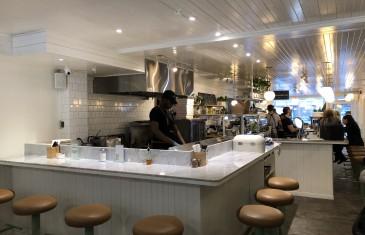 Un café moderne en plein coeur de la Petite-Italie à Montréal