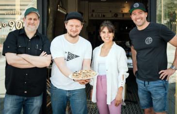 Vidéo | Une pizza réconfortante pour venir en aide aux travailleurs de la restauration