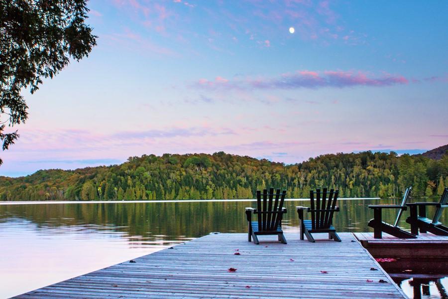 Tu peux louer un chalet sur un lac privé à moins de deux heures de Montréal