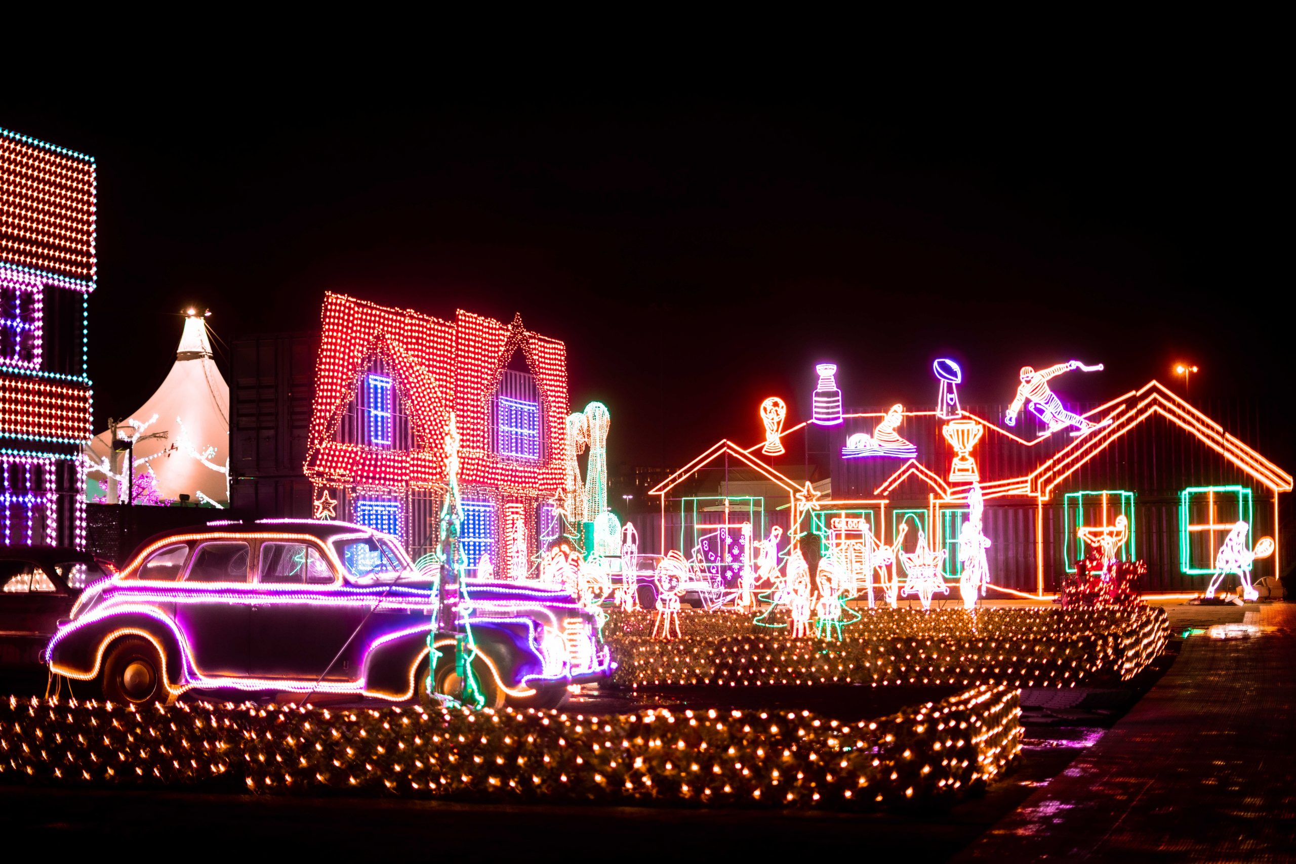 5-illumi-feerie-de-lumieres-en-voiture-illumi-a-drive-through-world-of-lights-scaled