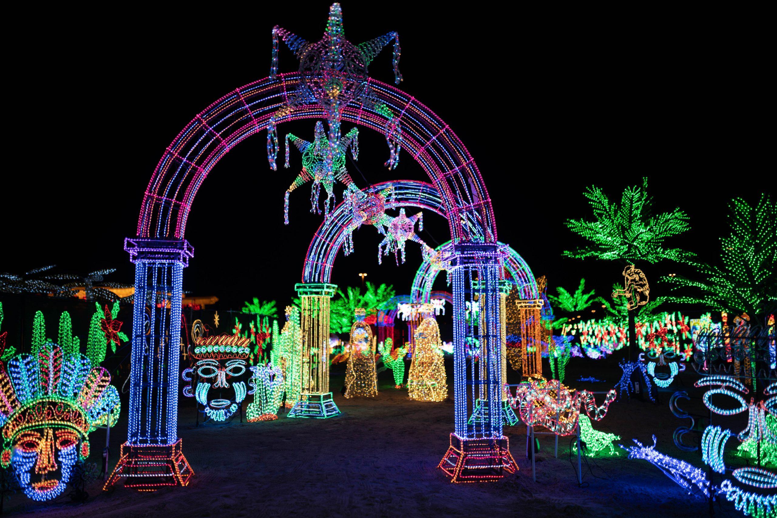 9-illumi-feerie-de-lumieres-en-voiture-illumi-a-drive-through-world-of-lights-scaled